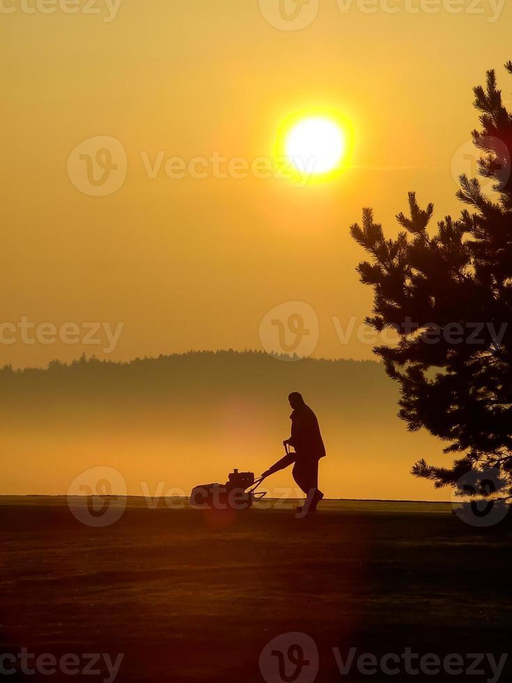 lavoratore mattutino di golf foto