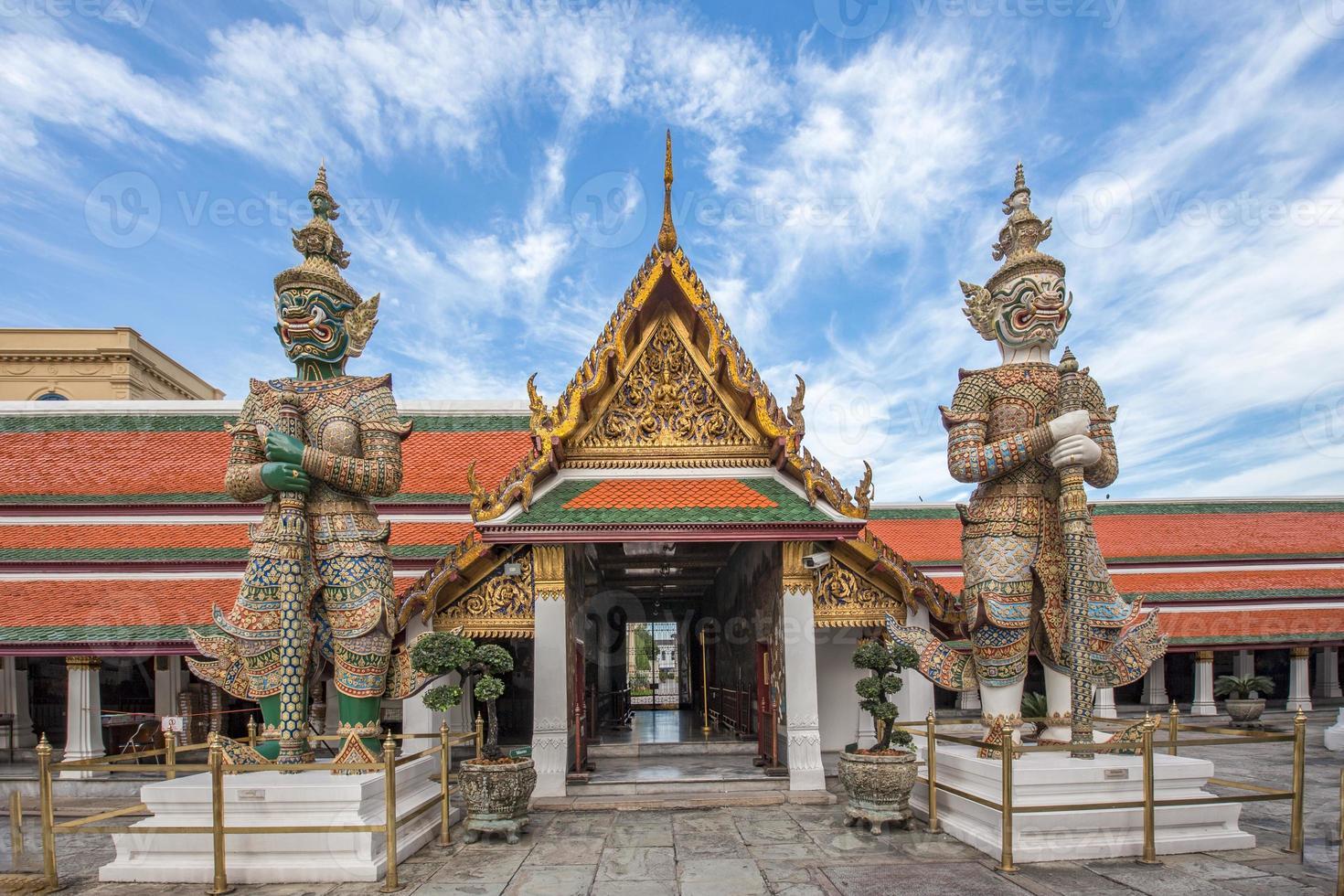 guardiano del demone nel grande palazzo Bangkok di Wat Phra Kaew foto