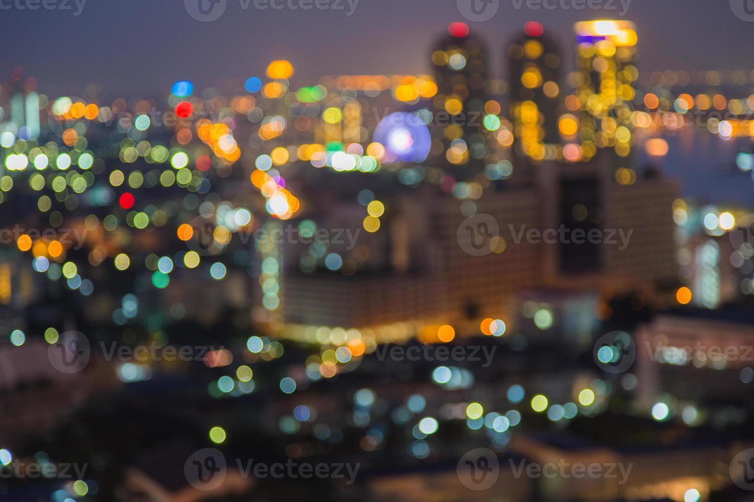 bokeh della luce notturna della città di Bangkok foto