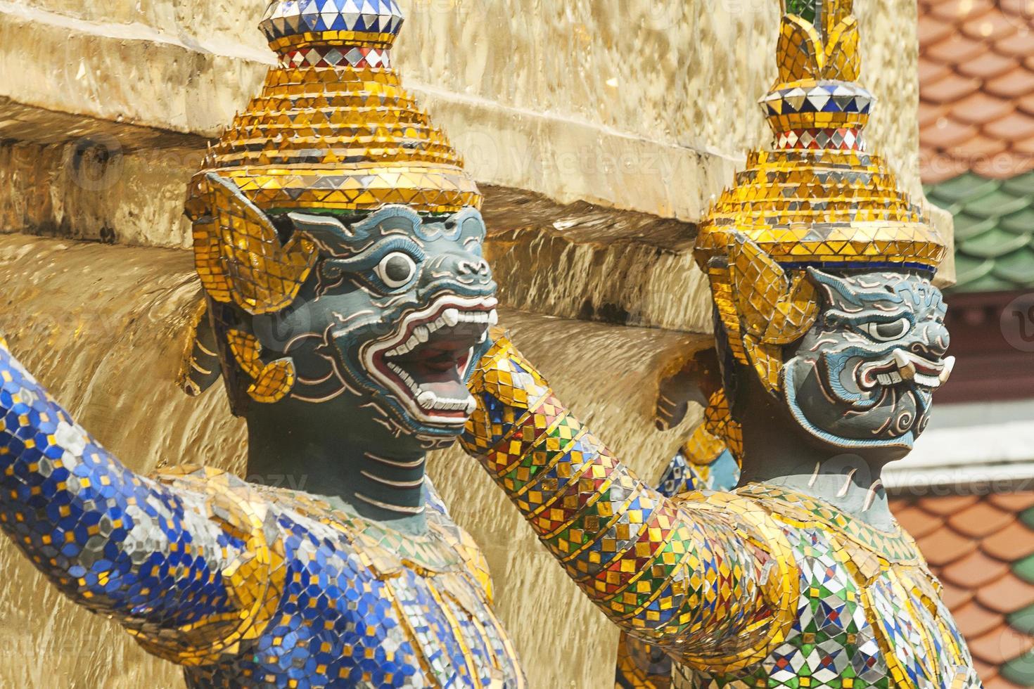 Bangkok, grande palazzo, statua di guardie demone verde foto