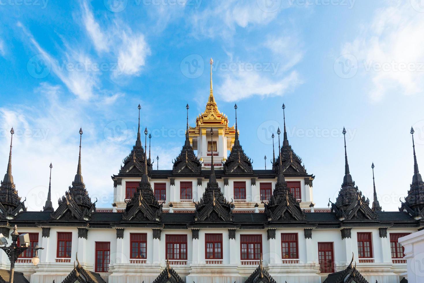 Lohaprasada, tempio di Ratchanuda, Bangkok, Tailandia foto