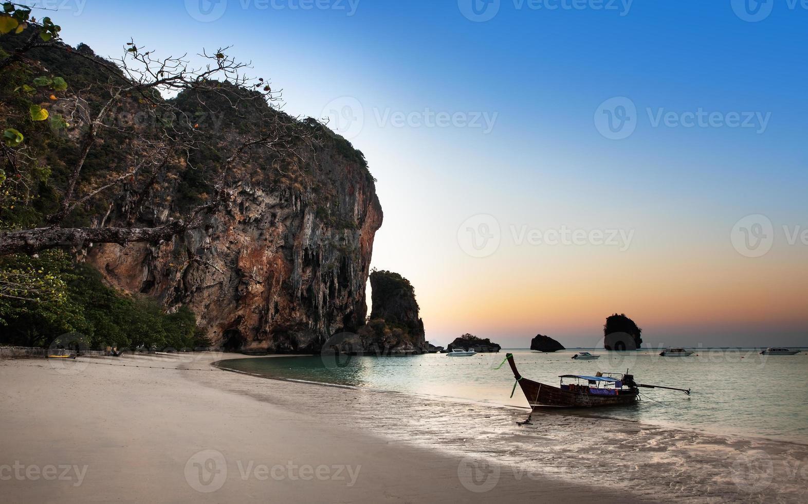 ao nang beach, railay, provincia di krabi, la migliore spiaggia in thailandia foto