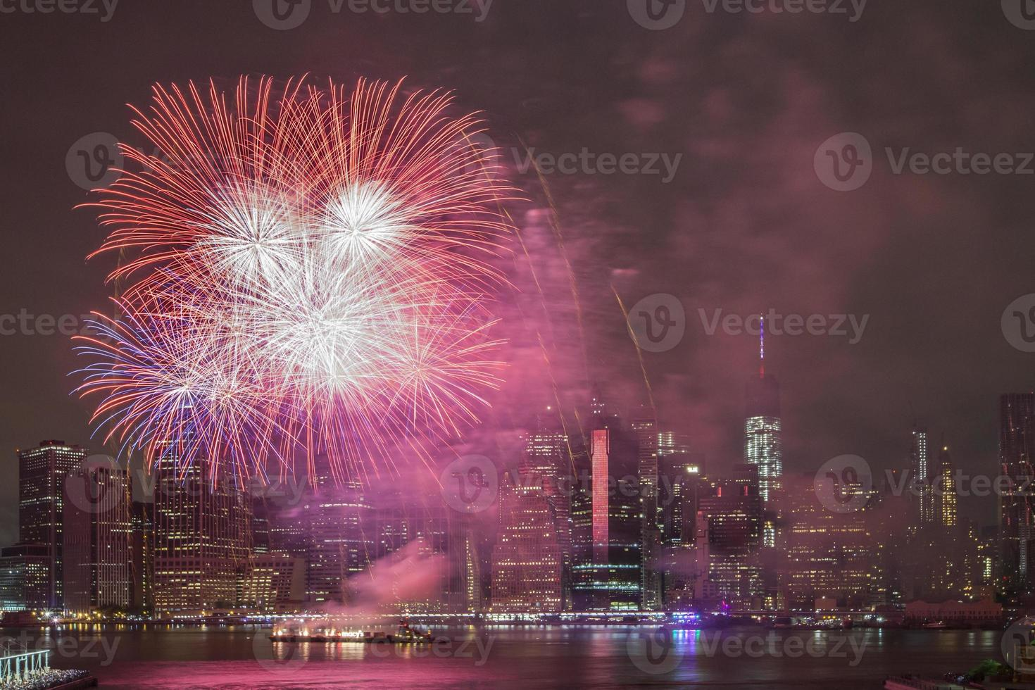 festa dell'indipendenza con fuochi d'artificio a New York City foto