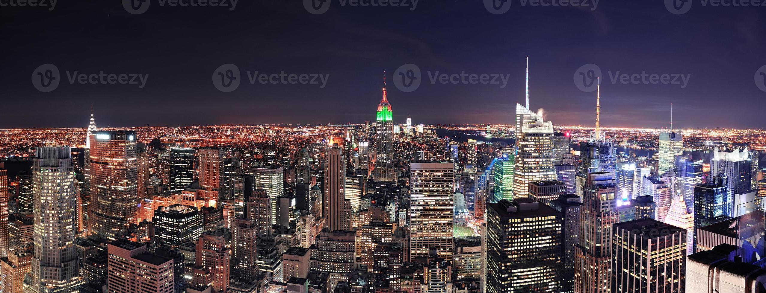 New York City Skyline di Manhattan di notte foto