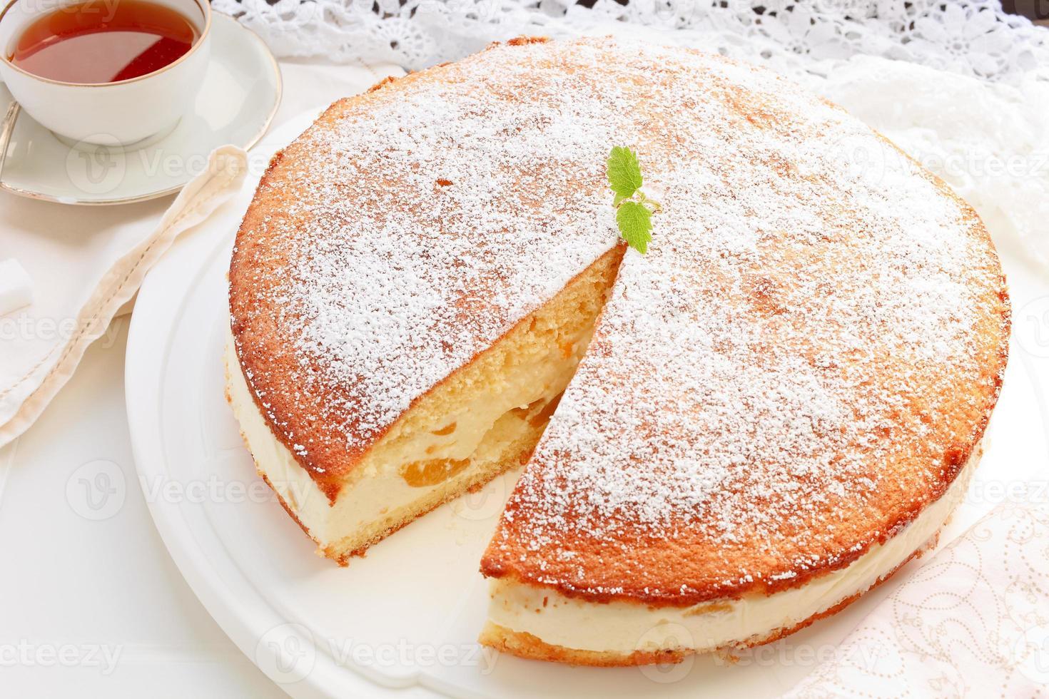 torta di pesche alla crema di formaggio foto