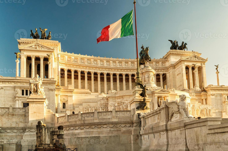 l'edificio vittoriano in piazza venezia, roma foto