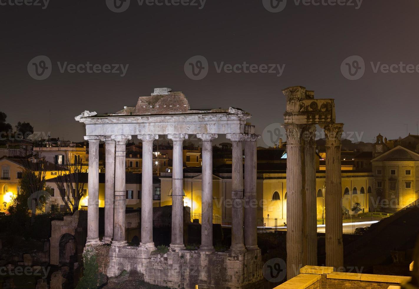 tempio di Saturno e tempio di vespasiano e tito foto