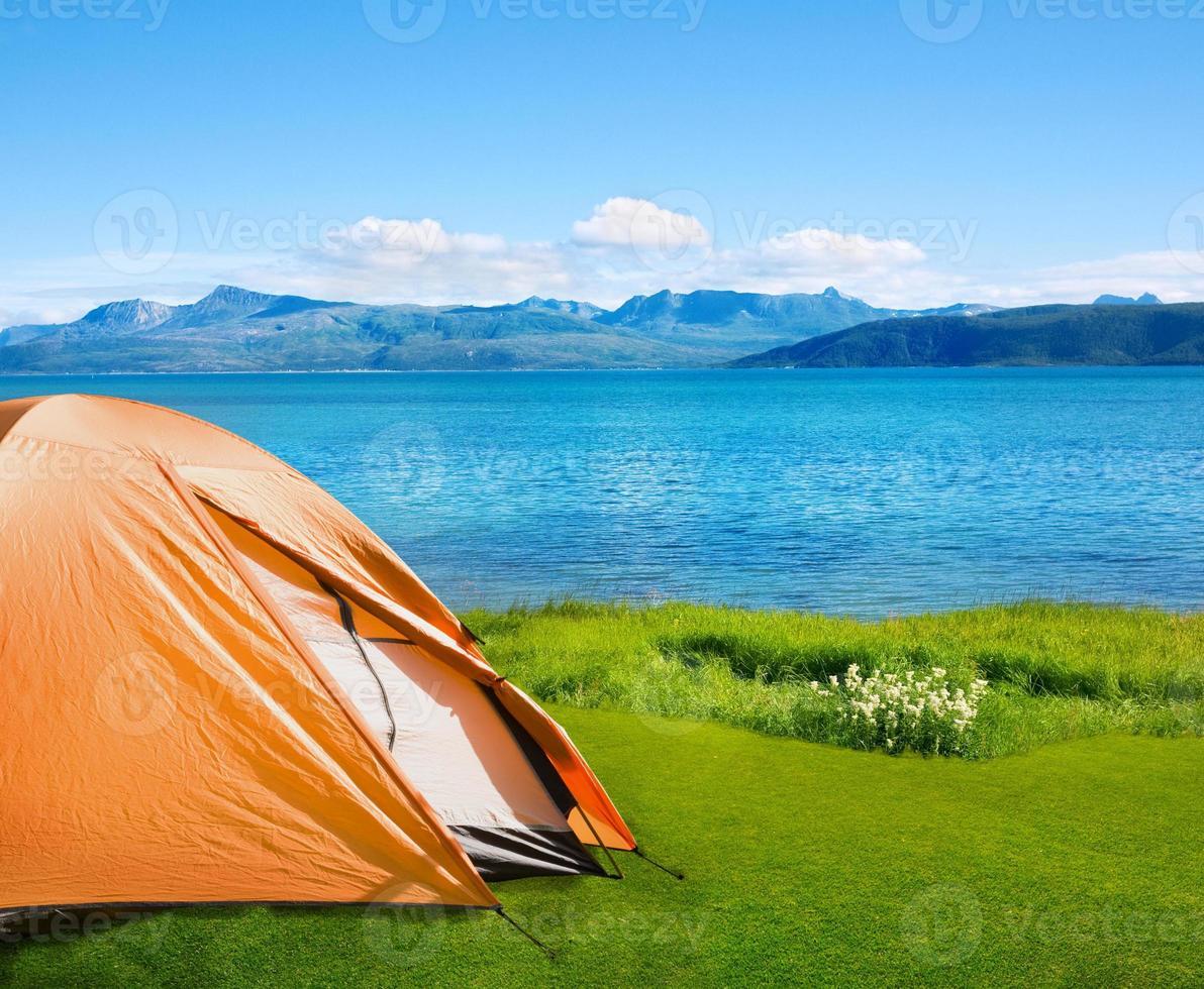 campeggio vicino al mare foto