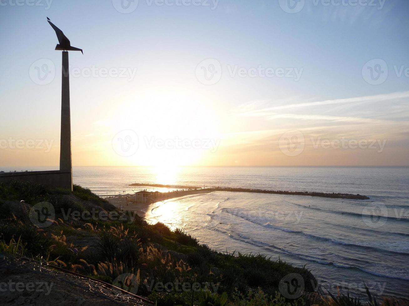 spiaggia di Tel Aviv al tramonto foto