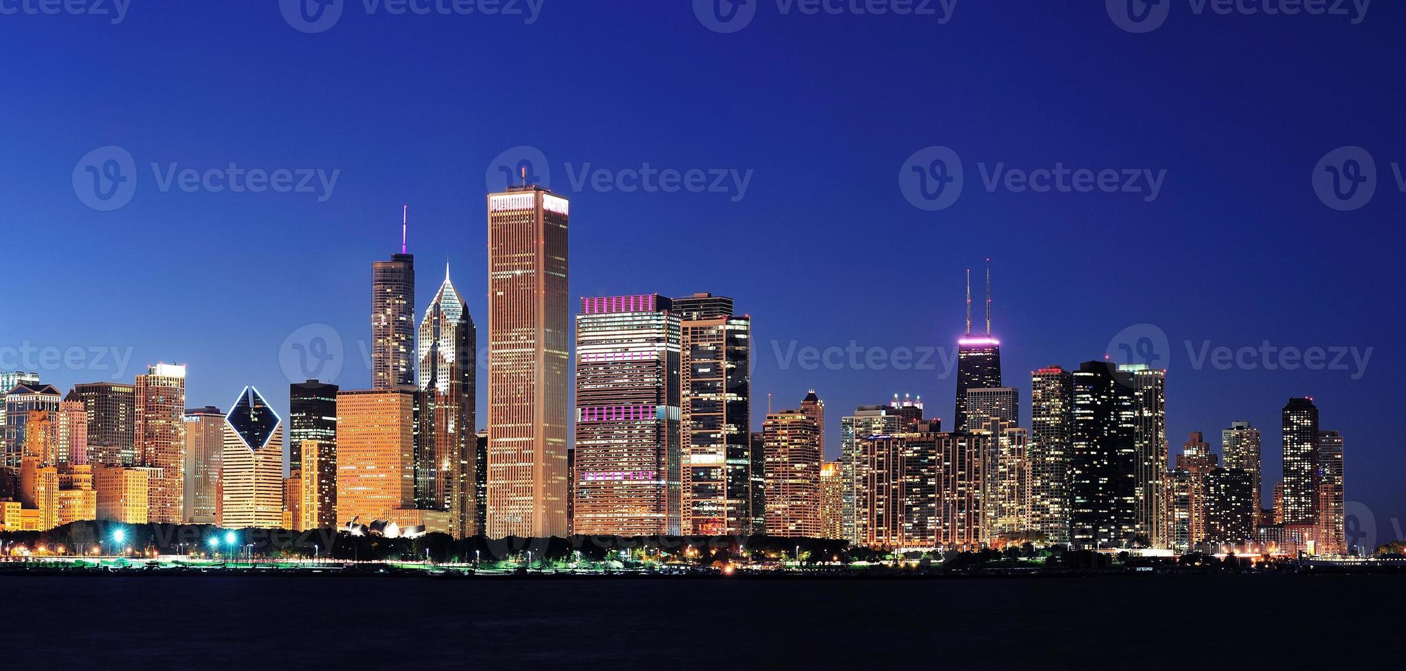 panorama notturno di Chicago foto