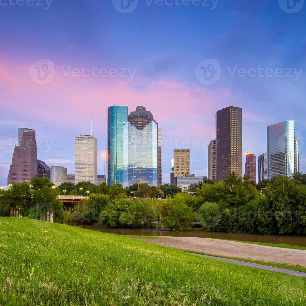 Houston Houston Texas al crepuscolo del tramonto dal prato del parco foto
