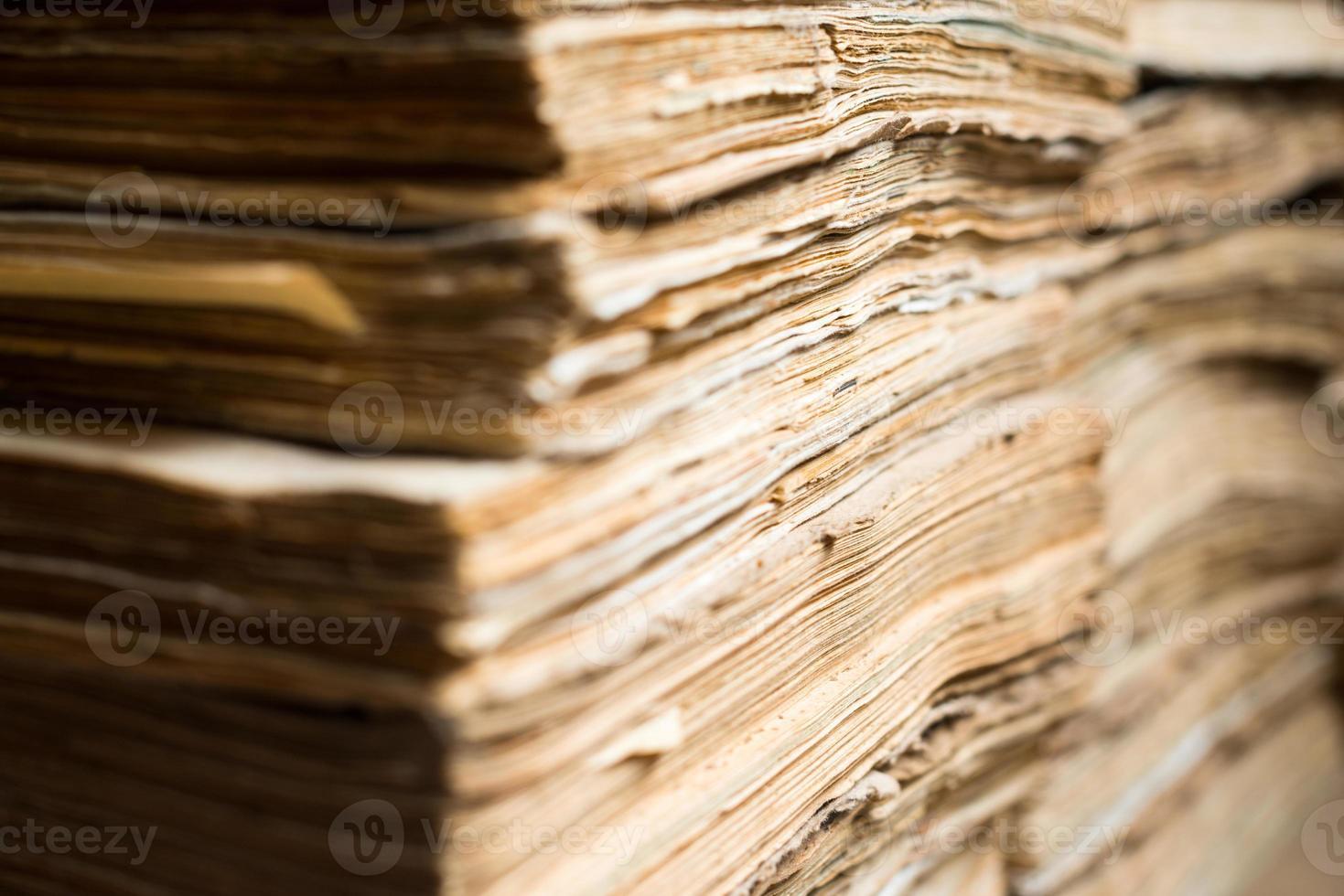 vecchi documenti cartacei nell'archivio foto