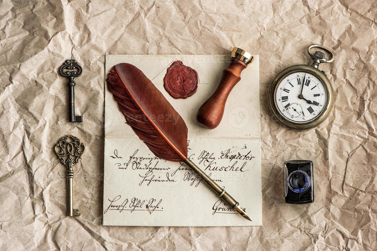 sfondo con vecchia lettera e penna vintage foto