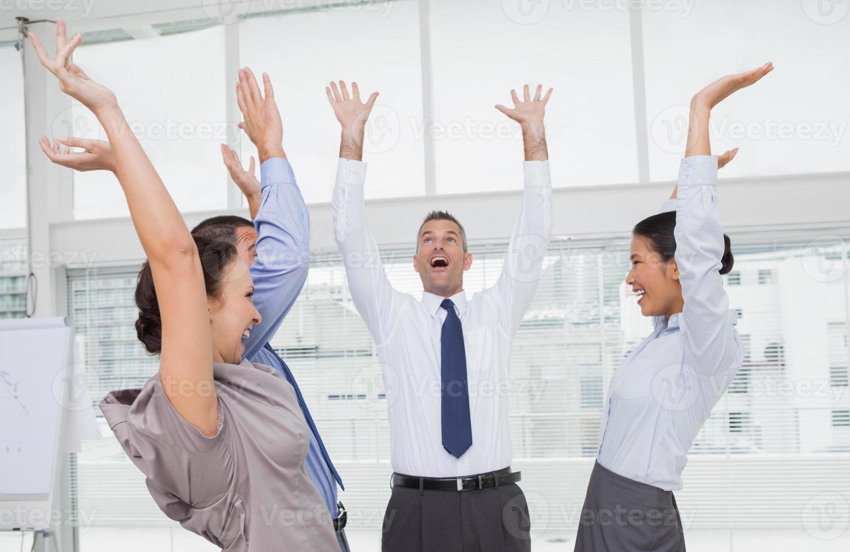 team di lavoro entusiasta tifo insieme foto