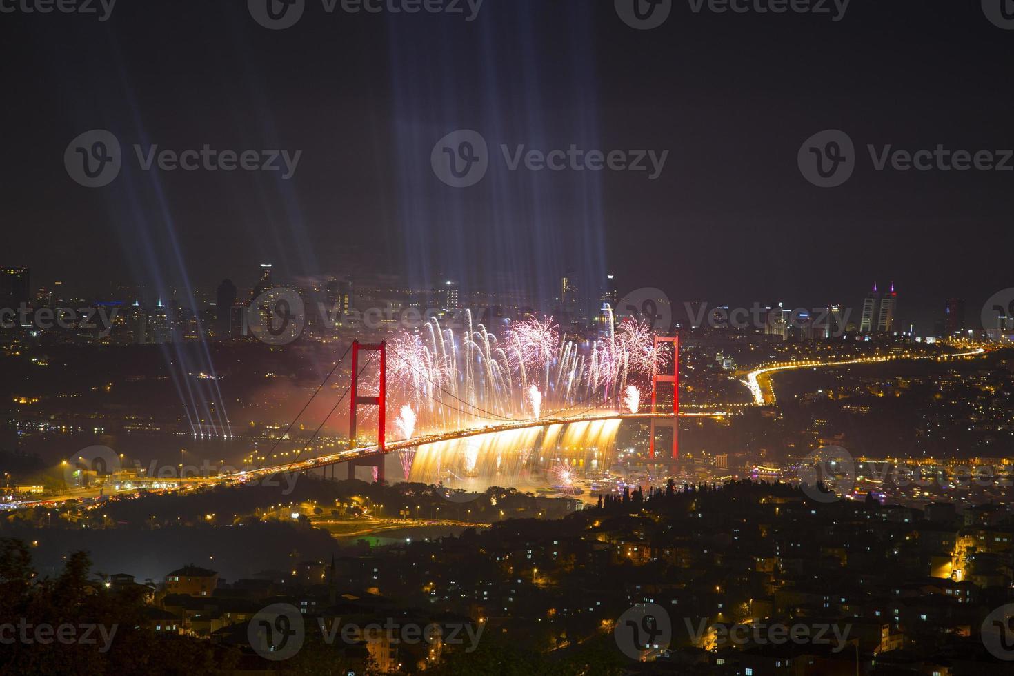 festa sul ponte sul Bosforo foto
