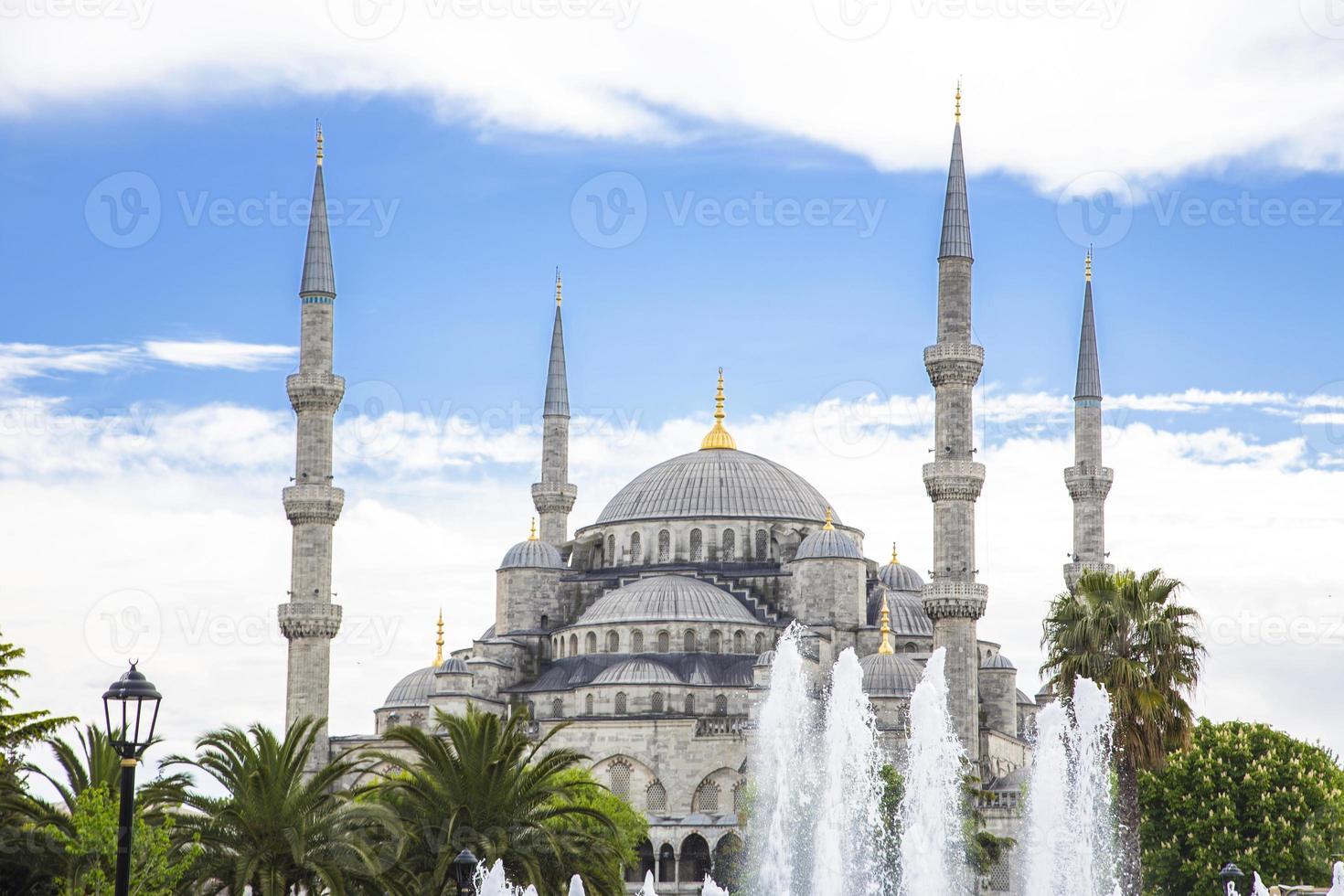 Moschea Blu a Istanbul in una giornata di sole foto