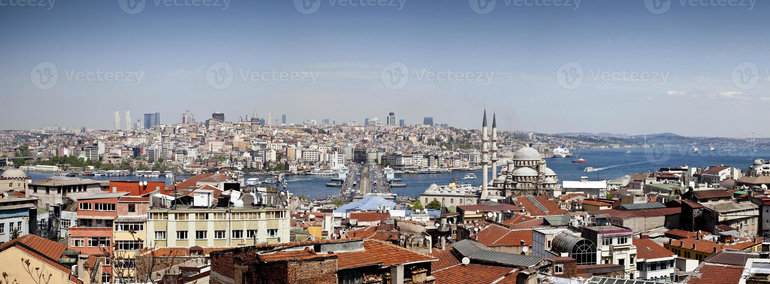 ponte di galata e moschea yeni (nuova) a istanbul foto