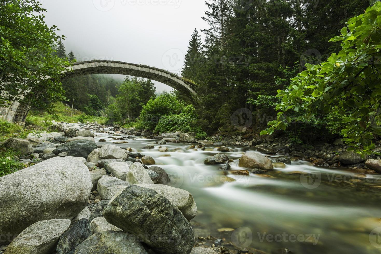 ponte di pietra, rize, turchia foto