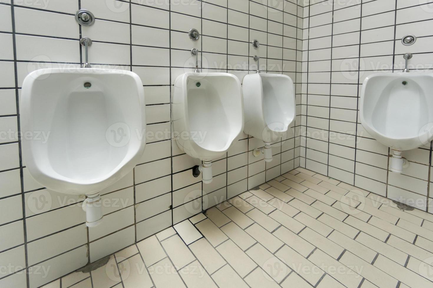 toilette pubblica per uomini foto