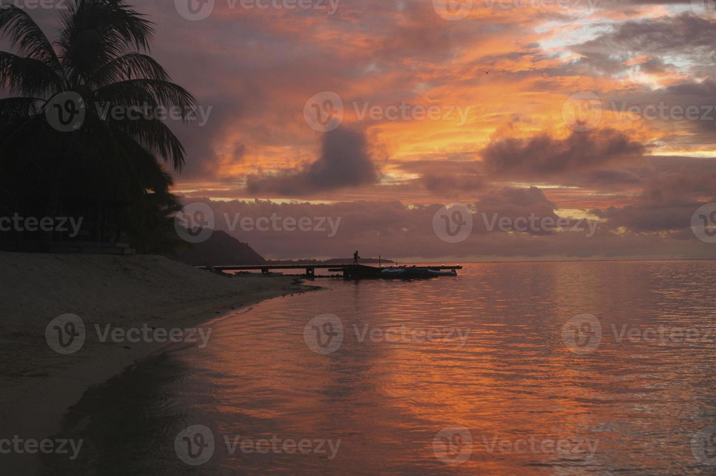 bellissimo tramonto tropicale foto