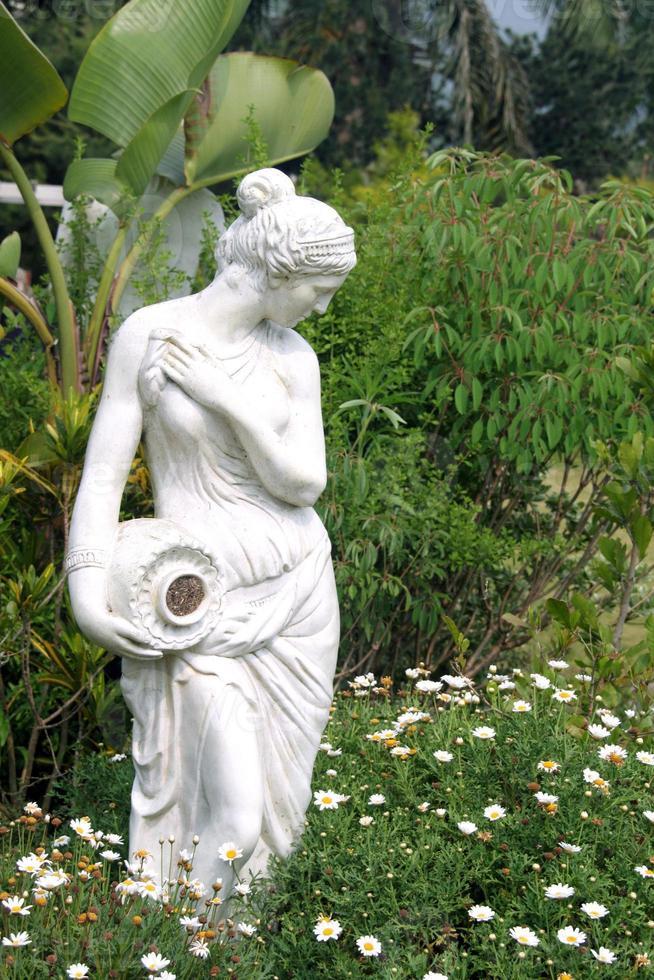 scultura femminile foto