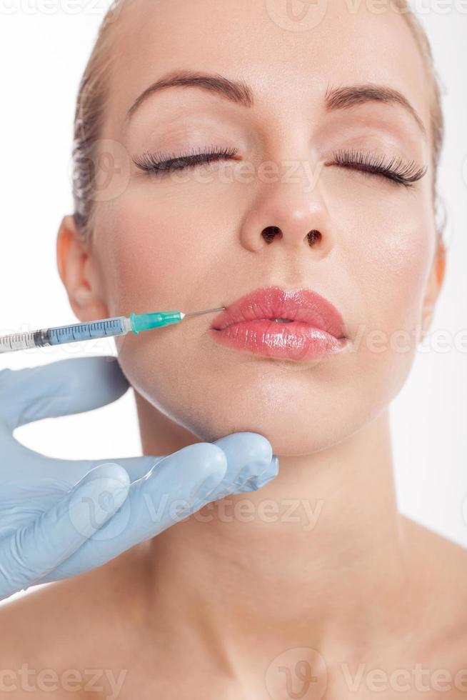 botox sparato nelle labbra femminili foto
