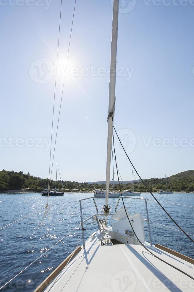 vela in giornata di sole - immagine stock foto