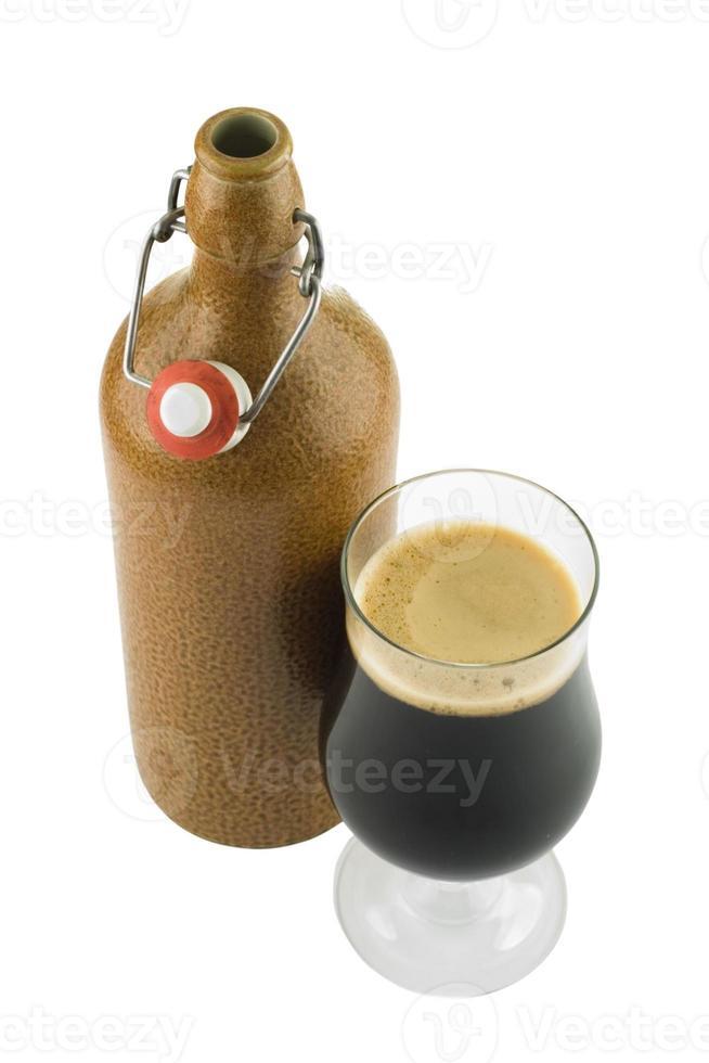 bicchiere di birra inglese dell'abbazia belga foto
