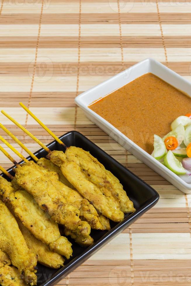 maiale alla griglia tailandese: maiale al curry satay foto
