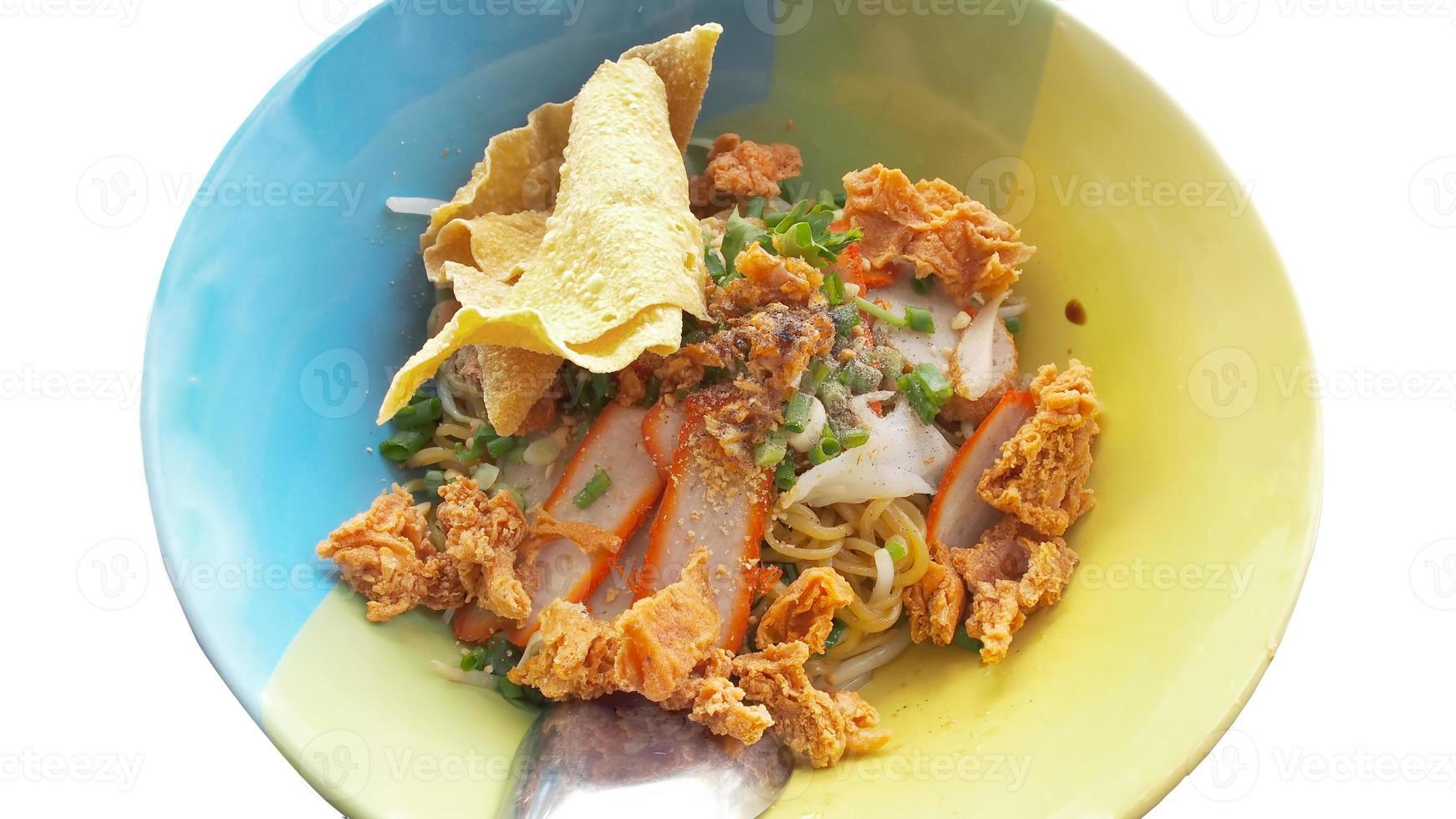 zuppa di noodles di maiale wonton foto