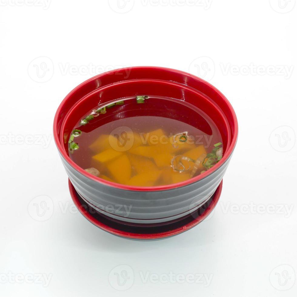 zuppa di miso, cibo giapponese isolare su sfondo bianco foto