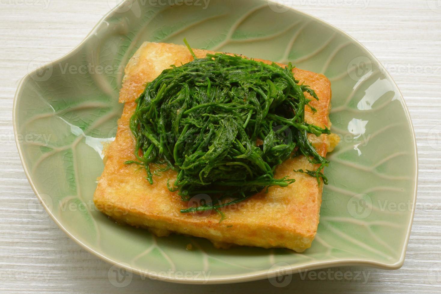 cibo vegetariano vegetale di tofu fritto foto