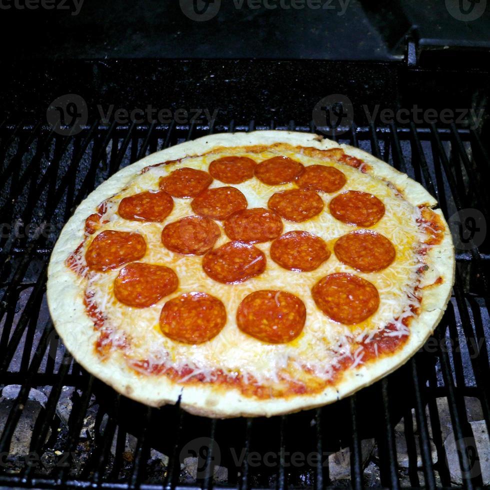 bbq alla griglia peperoni pizza notte foto