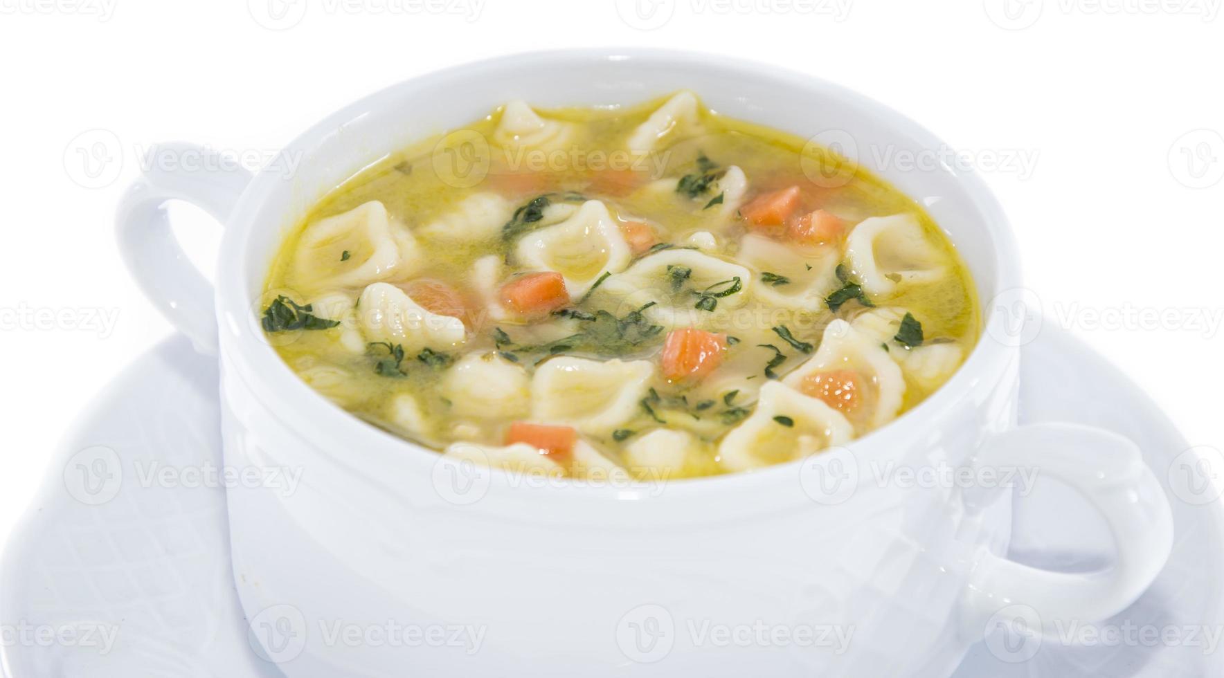 porzione di zuppa isolata on white foto