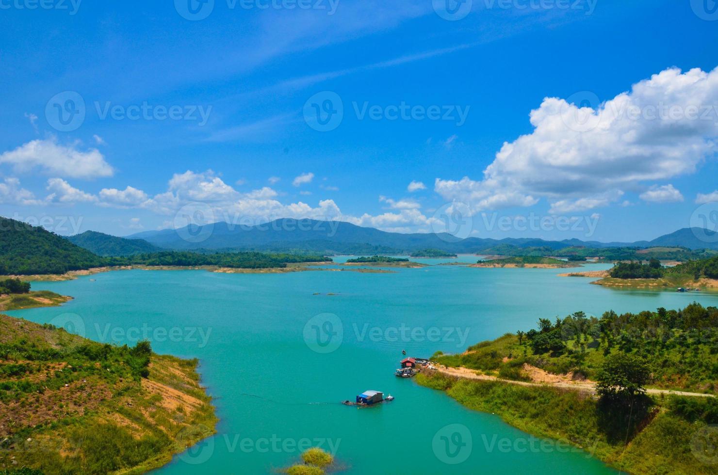 Lago Ham Thuan, una destinazione vicino alla città di Dalat foto