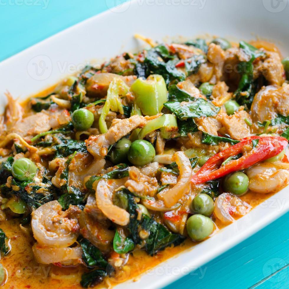 mescolare il cinghiale fritto con curry rosso foto