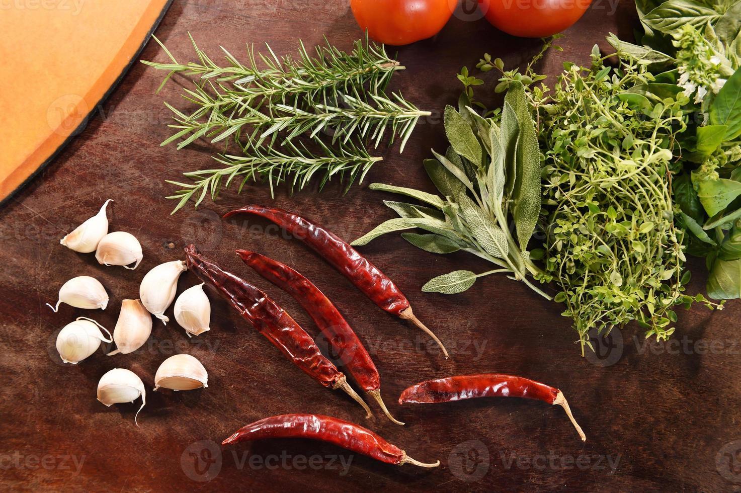 verdure fresche e ingredienti per la pizza foto