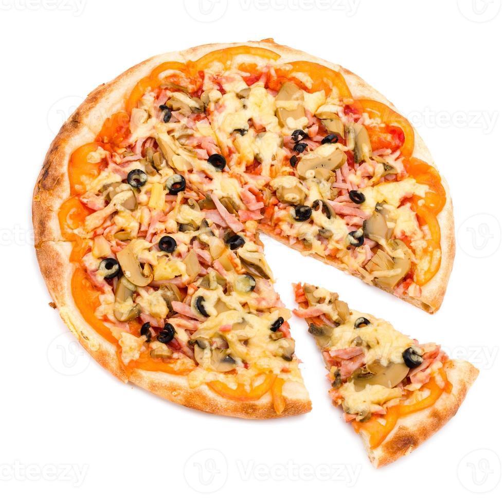 pizza con formaggio e prosciutto isolato su bianco foto