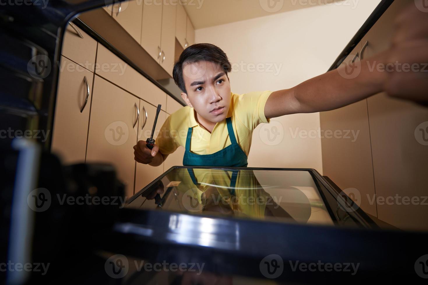 fissaggio della porta del forno foto