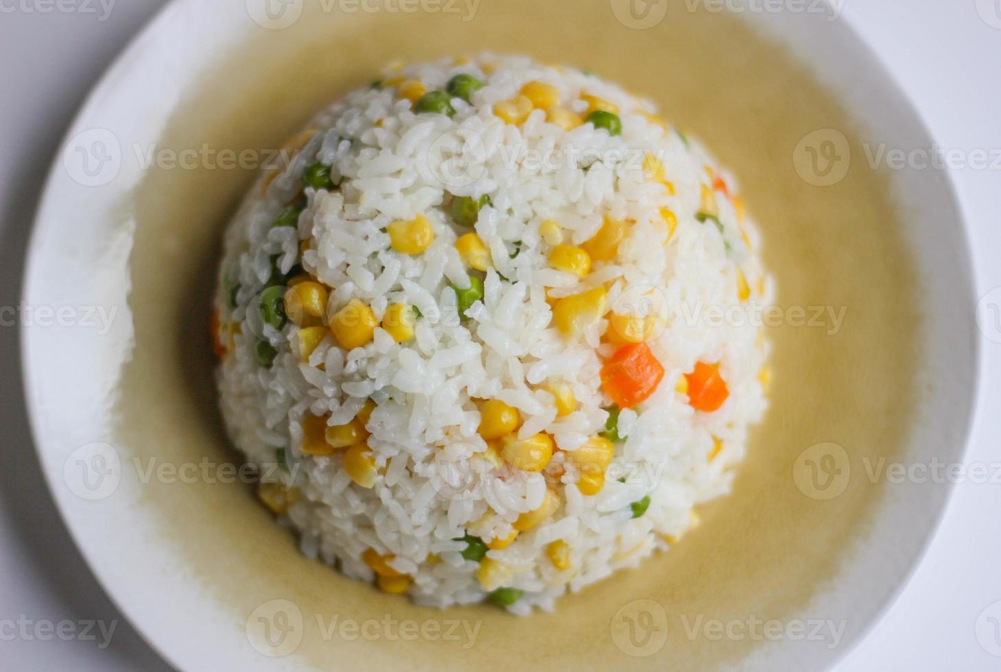 risotto (pilav o riso) con verdure foto