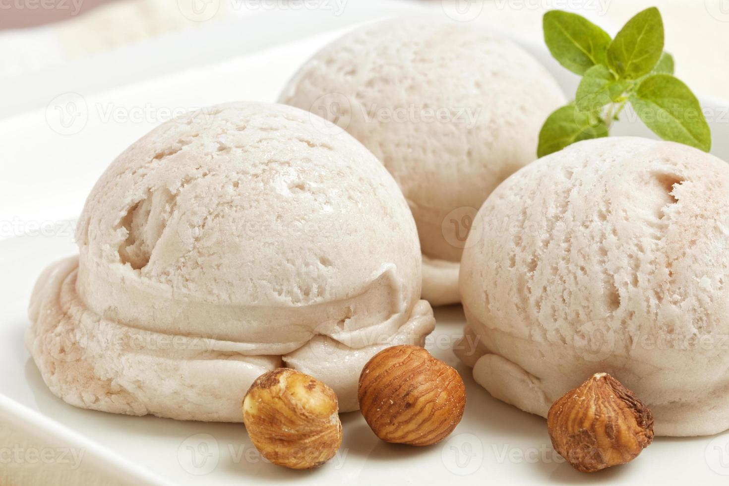 gelato artigianale alla nocciola foto