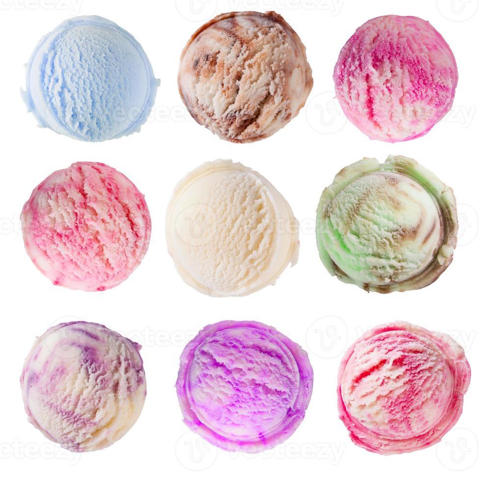 set di palline di gelato su sfondo bianco foto