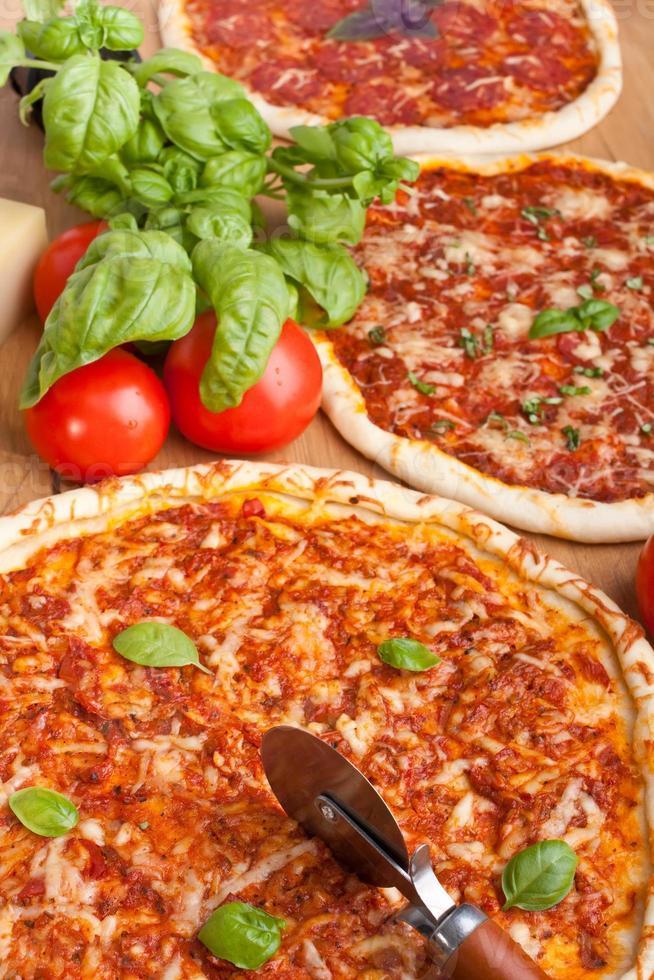 gruppo di pizze diverse foto