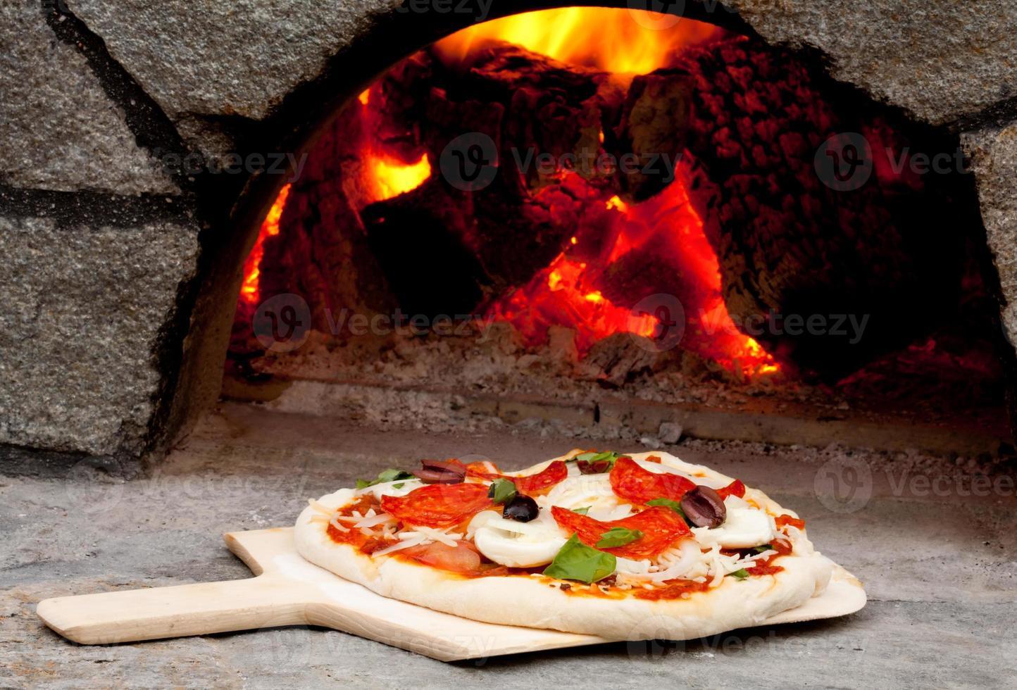 pizza cotta a legna foto