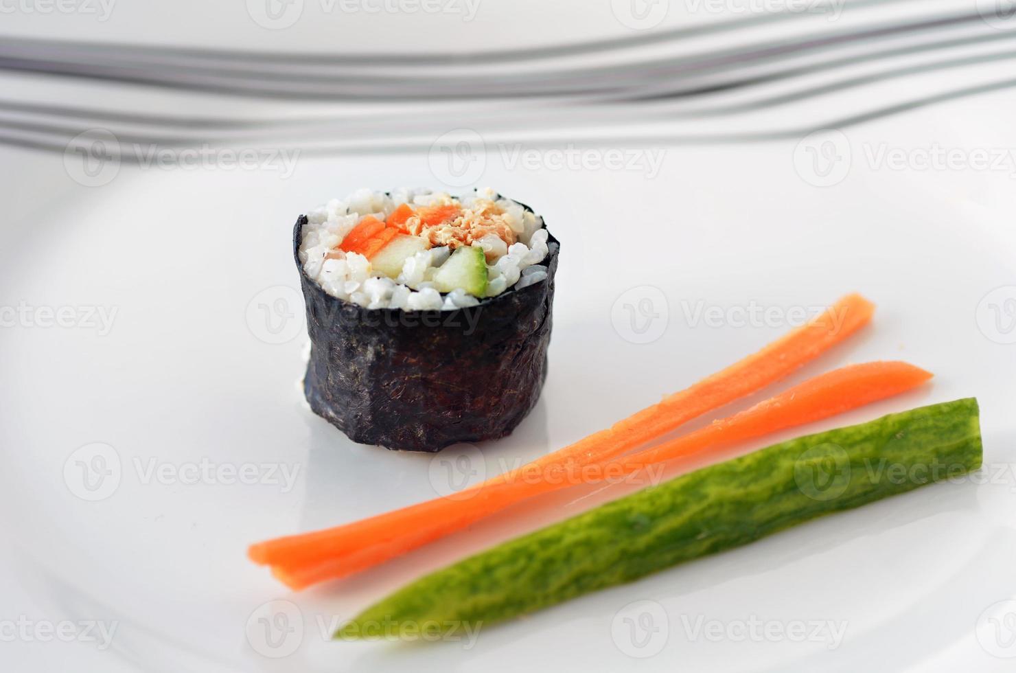 un rotolo di maki fresco makizushi sushi - orizzontale foto