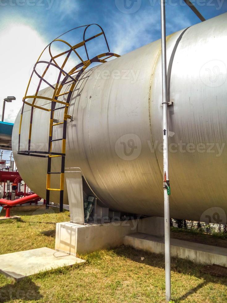 il serbatoio dell'acqua (capsula) fornisce acqua di fuoco foto