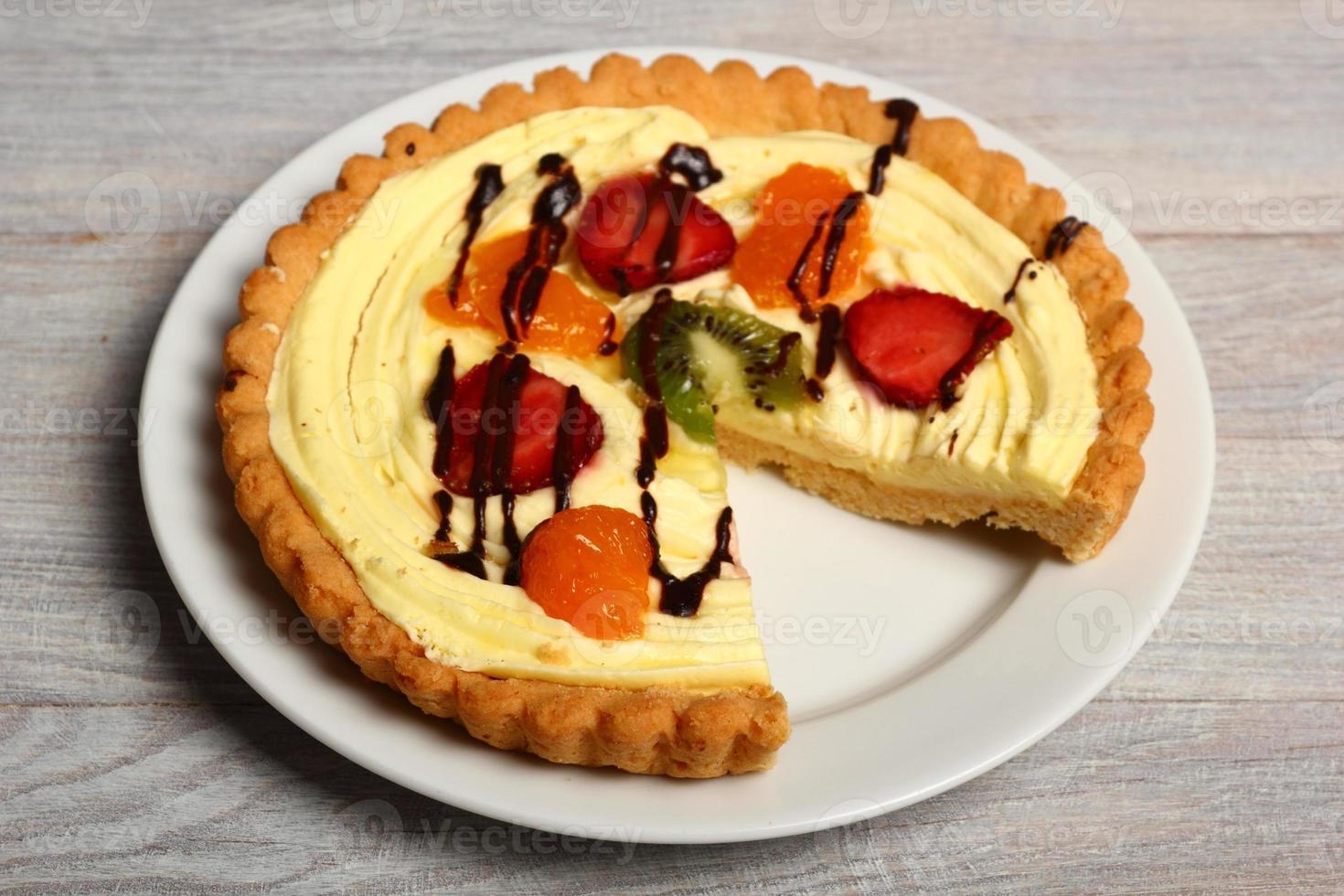 crostata di frutta con crema pasticcera foto