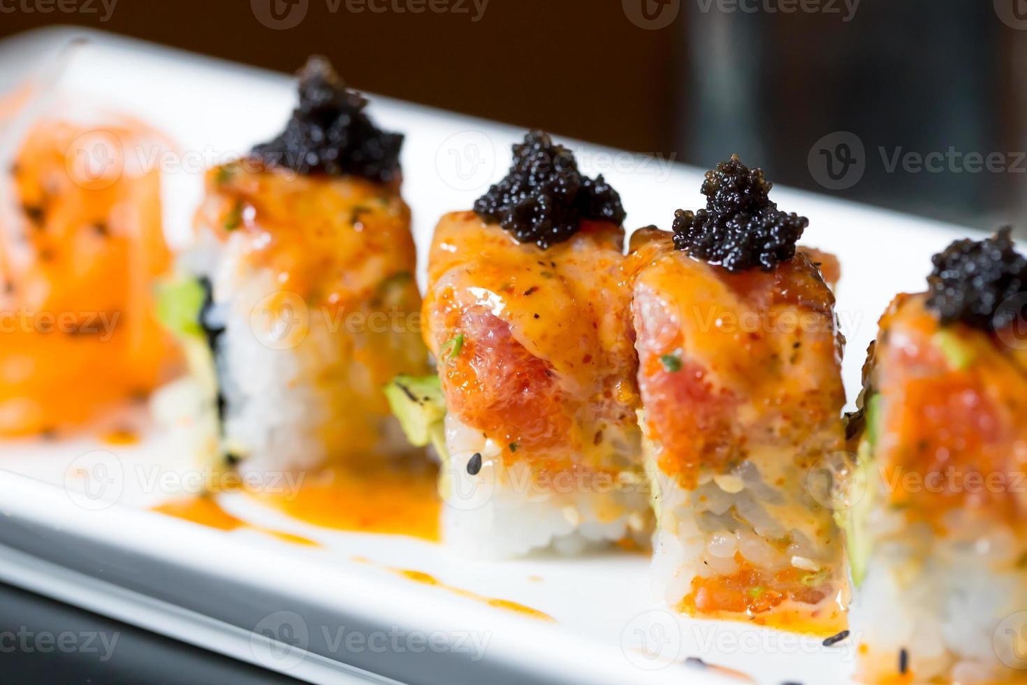 rotolo di sushi di salmone foto