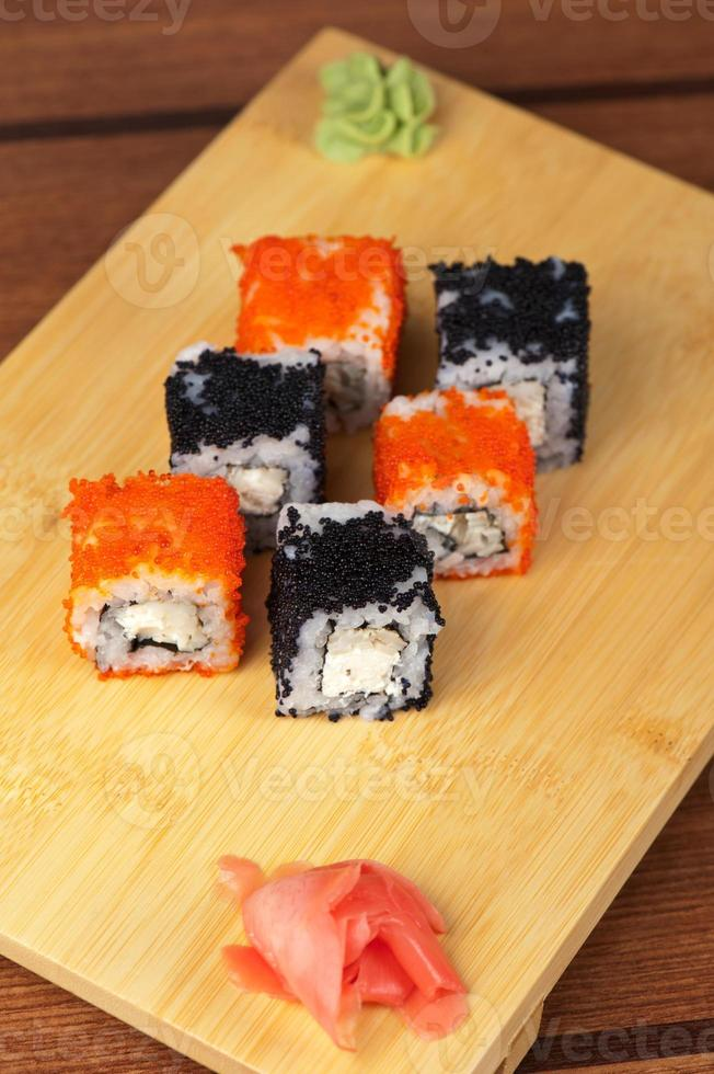 involtini di sushi tobico foto