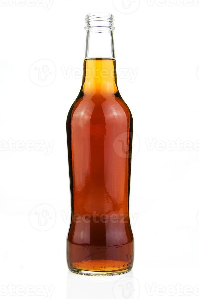 bottiglia di cola isolata su bianco foto